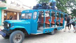 """Bus"" que te lleva de Jijoca a Jericoacoara - The ""kind of"" bus from Jijoca to Jericoacora"