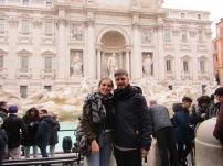 Imposible sacarnos una foto juntos sin más gente!! | Impossible to take a picture just of us!!